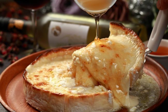 【SNSで話題!】りょうくんグルメ監修の新宿シカゴピザが食べられるのmeat&cheese Arkだけ!
